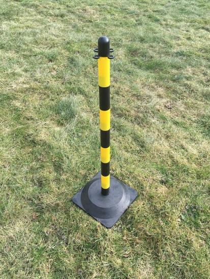 Plastový sloupek žluto/černý 0,9m s gum. základnou