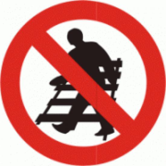 Zákaz vstupu na koleje