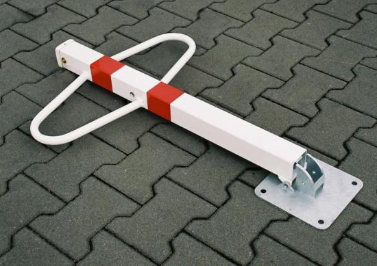 Parkovací sloupek sklopný Motýlek- bílý-zámek-trojhran